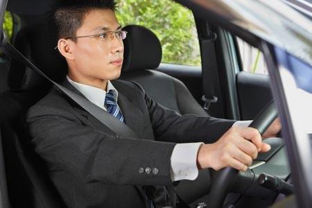 Posisi Berkendara Mobil yang Aman
