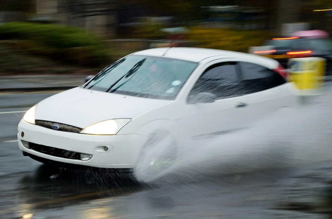 Potensi Bahaya Berkendara Di Saat Hujan